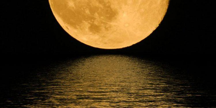 Ay Dünyaya Daha Yakın Olsa Neler Olurdu?