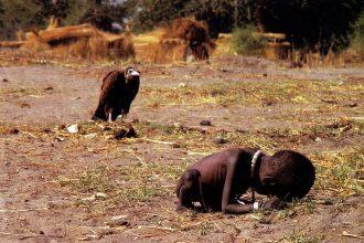 Akbaba ve Afrikalı Çocuk Fotoğrafını Çeken Kevin Carter!